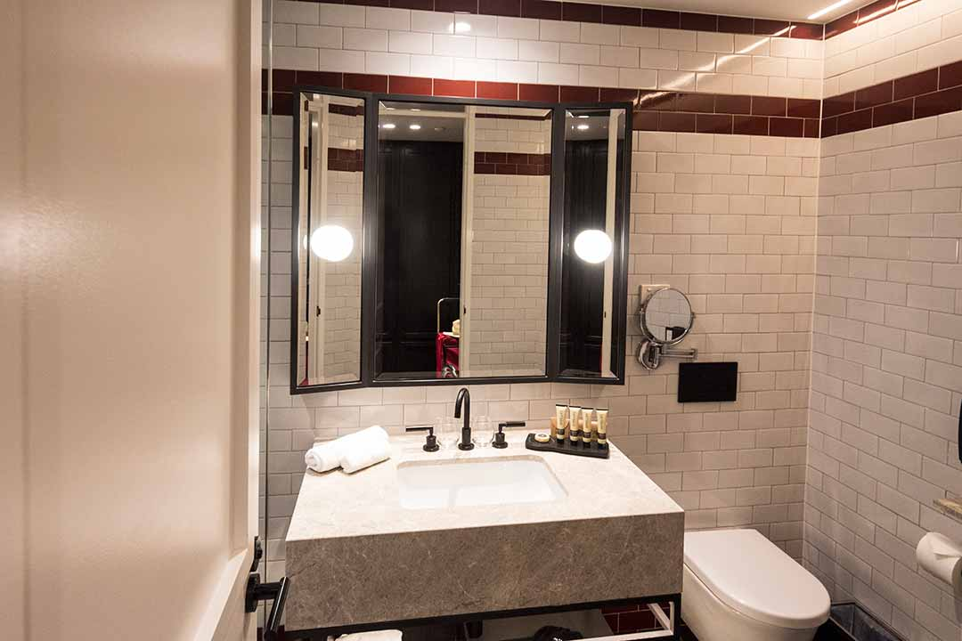 Image of a luxury bathroom at the Primus Hotel Sydney